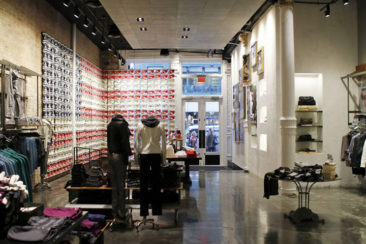 Converse store locator and opening times in New York. Queens store locations.